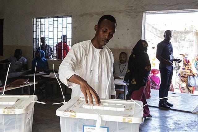 """Incidents électoraux aux Comores: l'opposition dénonce un """"coup d'Etat"""""""