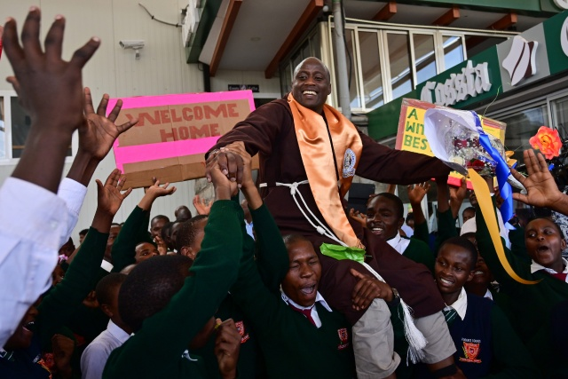 Teacher from remote Kenya village is world's best, wins $1 mn