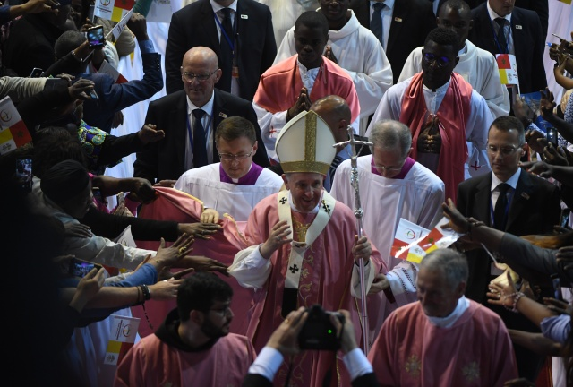 Pope rounds off Morocco visit with mass for thousands