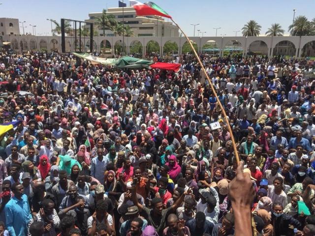 Defiant Sudan protesters seek army talks