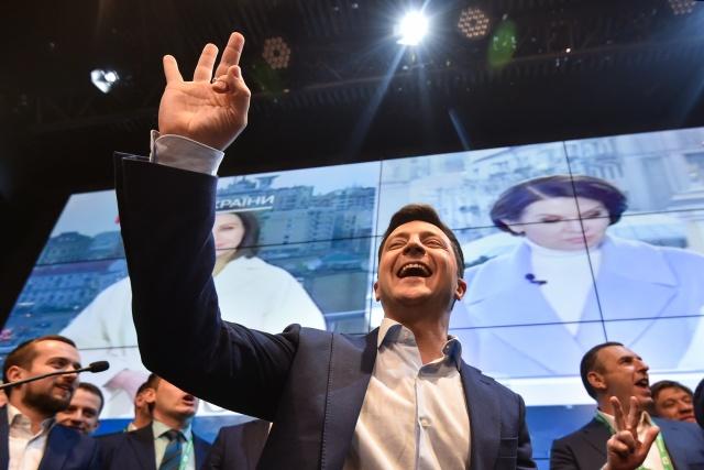 Ukraine comedian Zelensky wins presidency in landslide