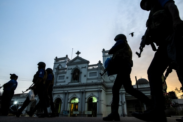 Fifteen dead as Sri Lanka forces raid Islamist hideout