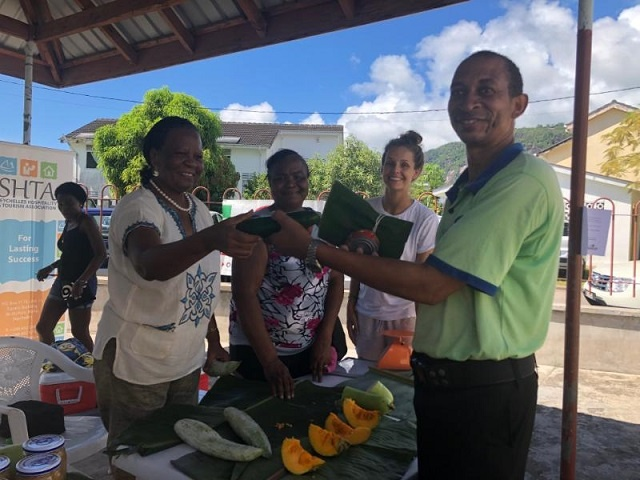 "'Don't Waste, Eat!"" programme delivers 200 kg of food to 35 families in Seychelles"