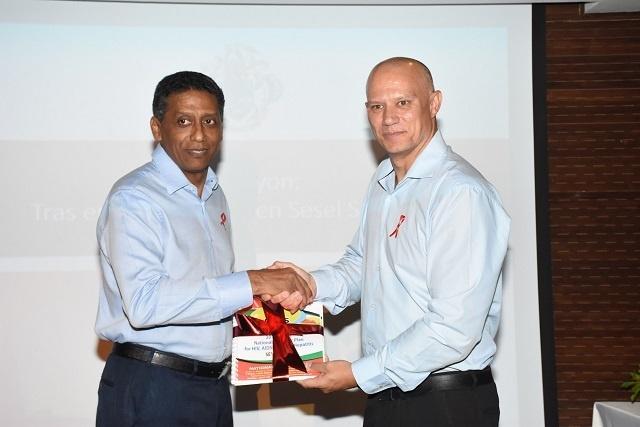 Arrêtez la discrimination et cherchez un traitement contre le VIH, a déclaré le président des Seychelles