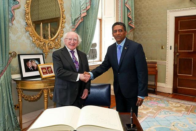 Le président Faure discute du changement climatique avec son homologue irlandais, et rencontre les étudiants seychellois.