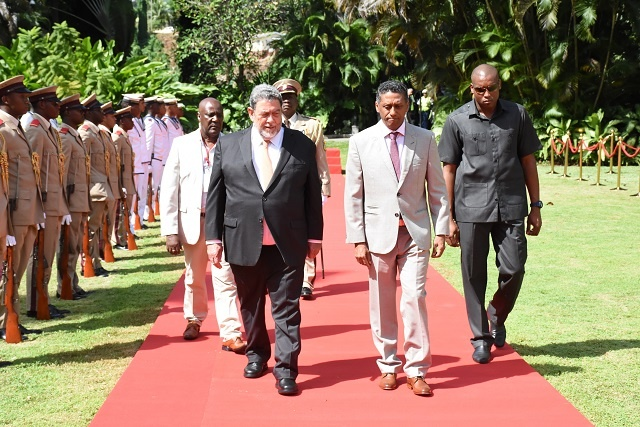 Prime minister of St. Vincent and the Grenadines, fellow small island state, arrives in Seychelles