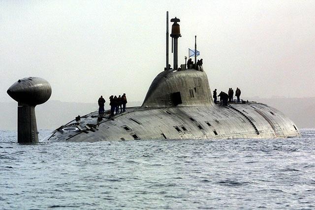 """Morts dans un sous-marin russe: Poutine réclame une enquête après une """"grande perte"""""""