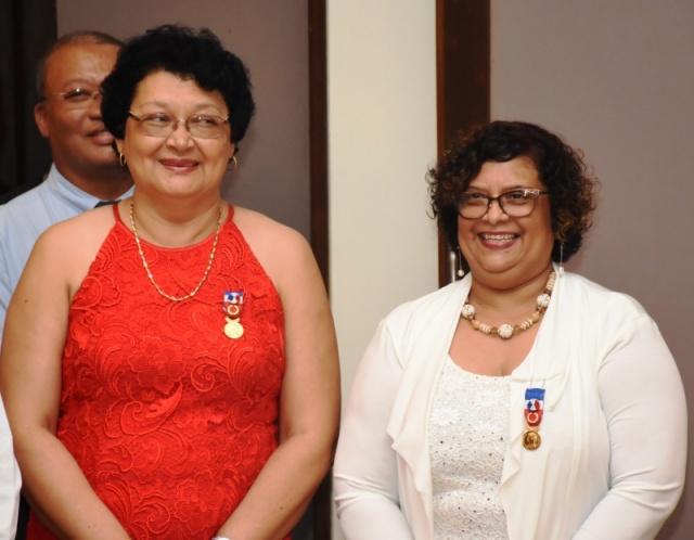 Deux Seychelloises honorées pour leur longue carrière dans des institutions françaises
