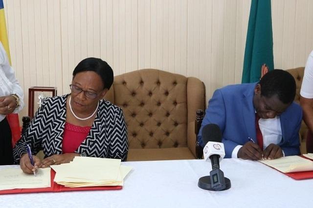 Un nouvel accord permettra à 32 enseignants zambiens de venir aux Seychelles pour faire face à la pénurie
