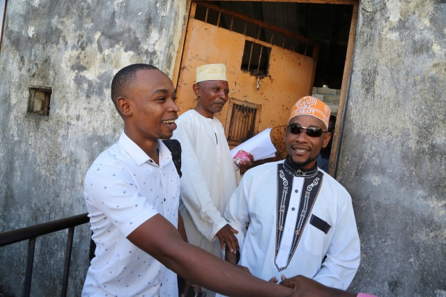 Comoros president pardons four jailed opponents