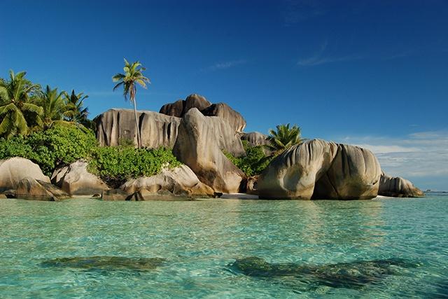 40 autres plages des Seychelles sont considérées pour la certification White Flag, symbole de la propreté de la mer