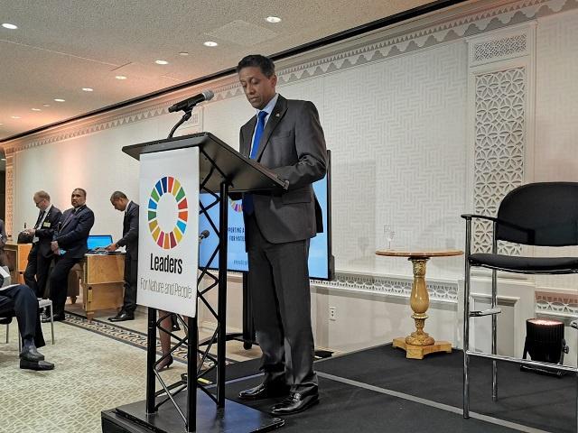 Le président des Seychelles appelle au monde d'agir pour lutter contre le changement climatique et protéger l'environnement