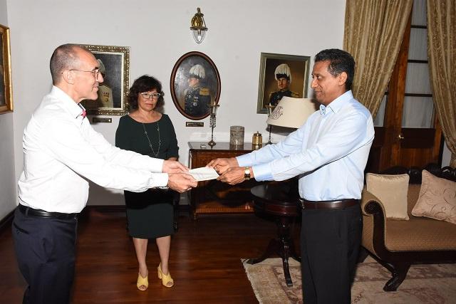 Le nouvel ambassadeur de France salue les relations avec les Seychelles alors qu'Air France s'apprête à faire son retour dans l'archipel
