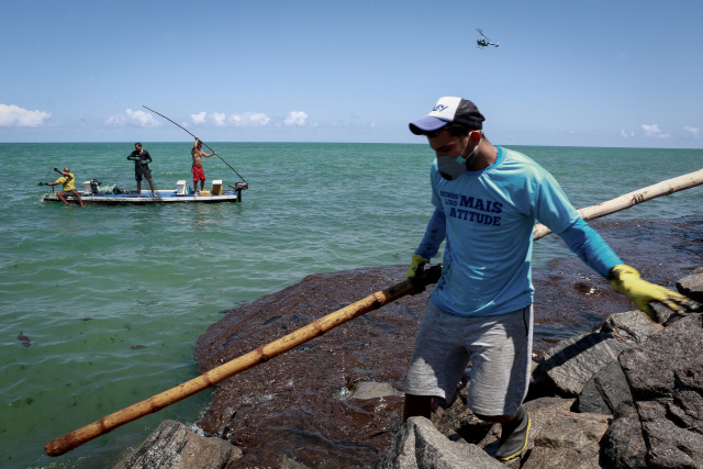 Minister says oil on Brazil beaches 'probably' Venezuelan