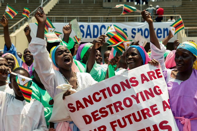 Zimbabweans stage mass protest against Western sanctions