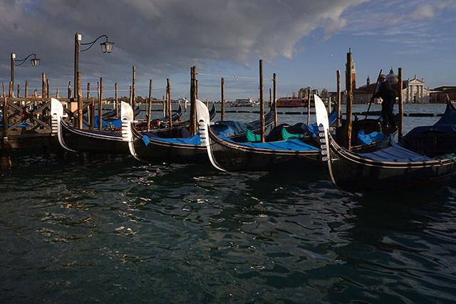 Nouveau pic de marée haute attendu à Venise après une inondation historique