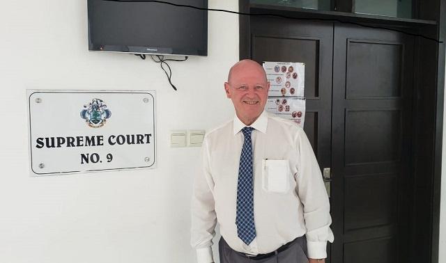 L'ancien ministre du tourisme des Seychelles a reçu 12 000 USD de la part de la Cour suprême après le retrait de sa candidature