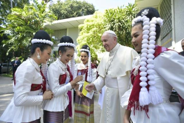 Arrivée du pape en Thaïlande, première étape de sa tournée asiatique