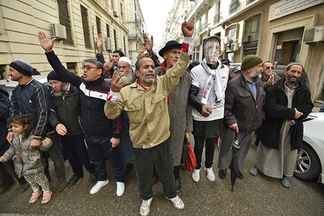 Manifestation nocturne à Alger contre la présidentielle, des arrestations