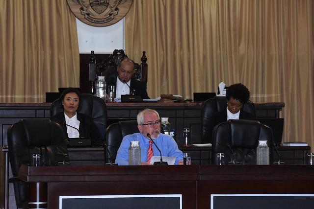 Le ministre des Finances des Seychelles dit qu'un investissement dans les télécommunications du fonds de pension des Seychelles assurera que l'argent reste dans le pays