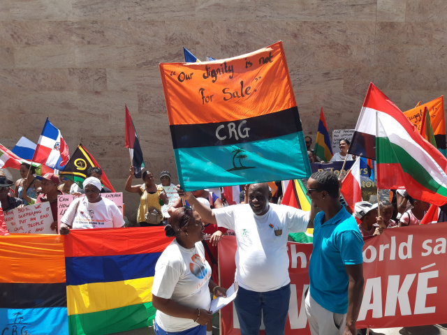 Chagos Islanders protest British refusal to leave