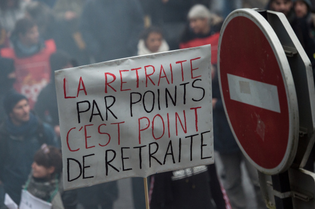 As strike drags on, French government to unveil pension plan details