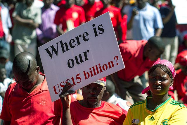 Zimbabwe: l'épouse du vice-président arrêtée pour fraude