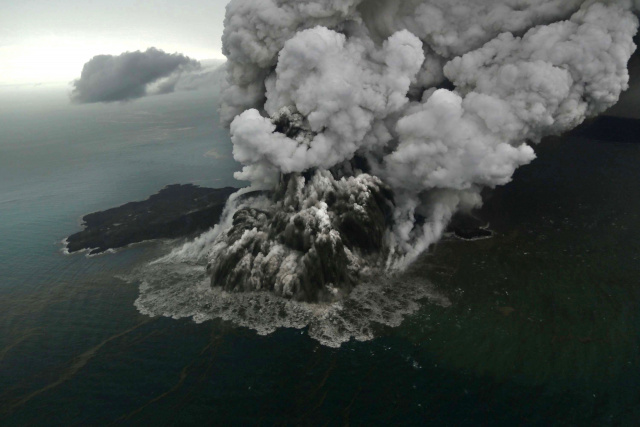 Indonesian volcano debris litters seabed after tsunami: study