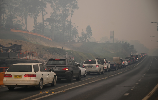 Military evacuates fire-hit Australian town