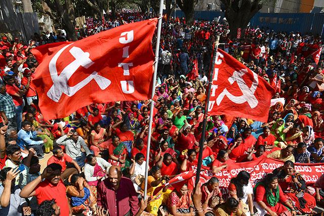 Des millions d'Indiens en grève contre la politique gouvernementale