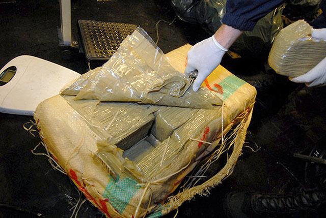 Trois tonnes de cannabis saisies dans l'océan Indien par la marine française