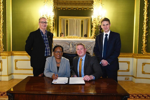 Seychelles signs contract with UK company to help students improve reading