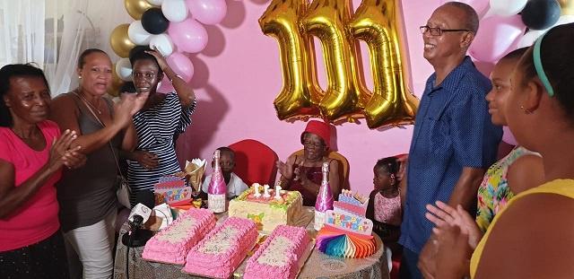 La doyenne des Seychelles fête ses 111 ans