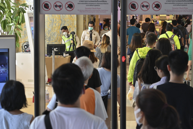 China curbs travel abroad as virus toll tops 100