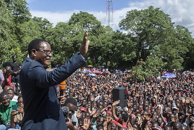 """Présidentielle annulée au Malawi: """"La démocratie a gagné"""", lance le chef de l'opposition"""