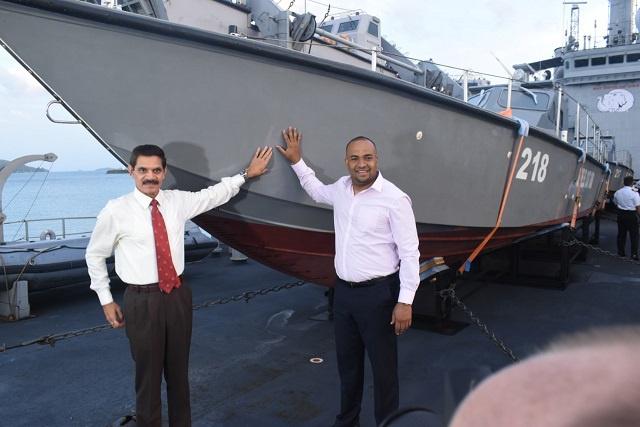 Deux nouveaux patrouilleurs donnés par le Sri Lanka arrivent aux Seychelles grâce à l'Inde