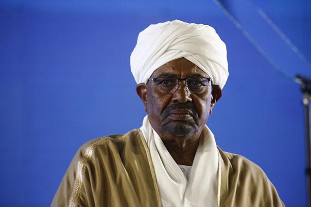 Crimes au Darfour: Khartoum va remettre Béchir à la CPI, selon un haut responsable