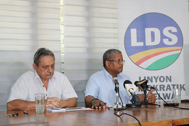 L'opposition proteste contre une fouille malintentionnée d'un policier de la brigade anti-drogue, contre son candidat présidentiel aux Seychelles