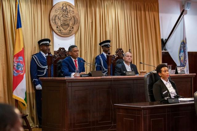État de la Nation aux Seychelles : Les Seychellois éliront leur représentant au conseil de district, un vaste projet de logement, et la protection des zones côtières