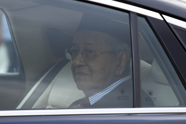 Turmoil in Malaysia as PM Mahathir resigns