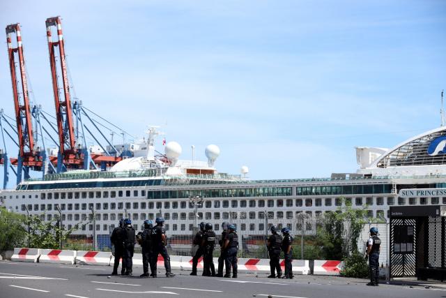 Police clash with French islanders fearing coronavirus among tourists