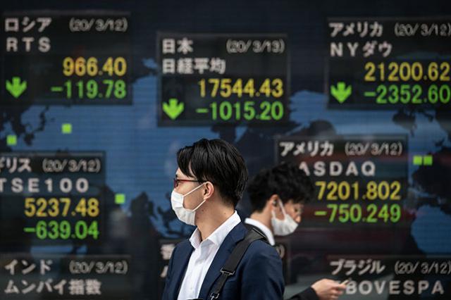 Pandémie, spectre de récession mondiale: les Bourses d'Asie piquent du nez