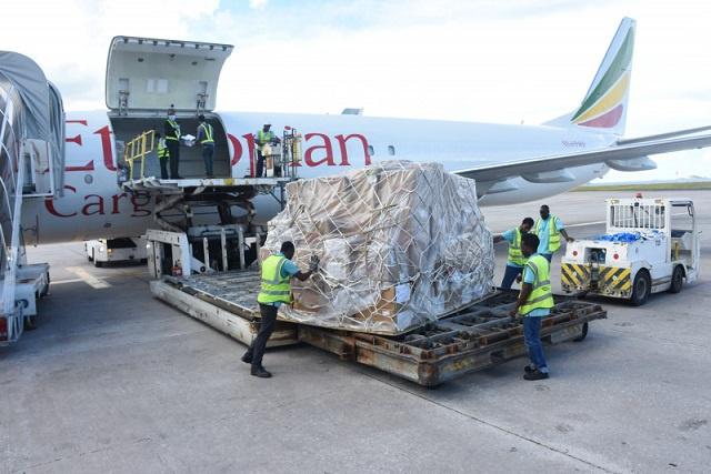 La Chine et Abu Dhabi font don de tonnes de fournitures médicales aux Seychelles pour lutter contre le COVID-19