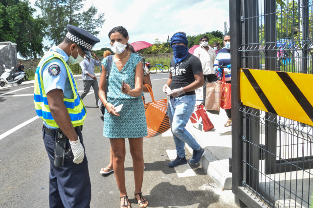 In Mauritius, a rush as supermarkets open after 10 days