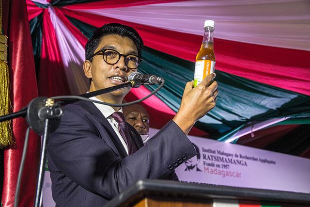 """Le président malgache lance son """"remède"""" contre le coronavirus"""