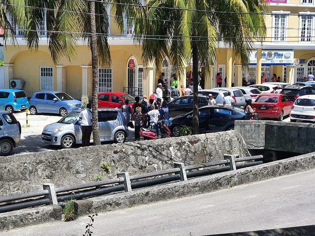 Difficultés pour les travailleurs étrangers aux Seychelles après la baisse de la valeur de la roupie