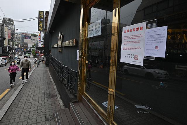 Séoul ferme bars et discothèques de peur d'une nouvelle vague de contamination