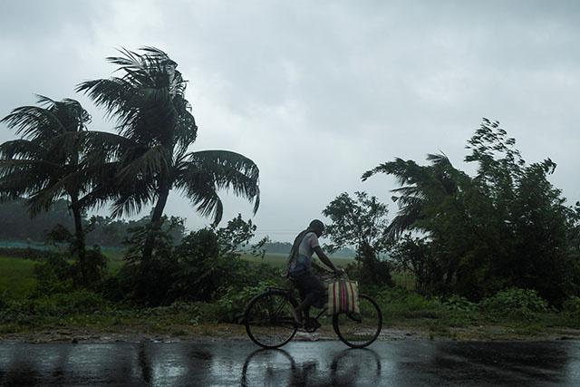 Le puissant cyclone Amphan va frapper l'Inde et le Bangladesh