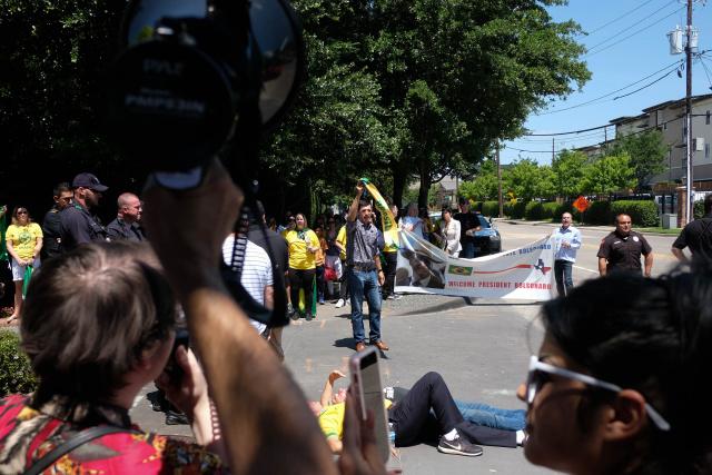 Bolsonaro rallies with supporters amid virus surge