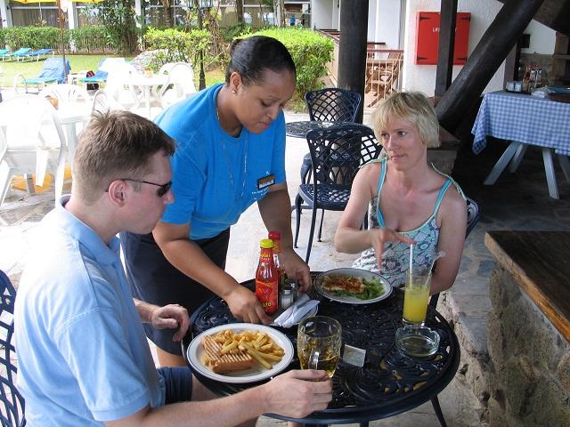 Les dirigeants politiques et d'entreprise des Seychelles recherchent des solutions d'emploi face à COVID-19